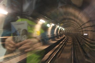 Rasante Fahrt in der Metro