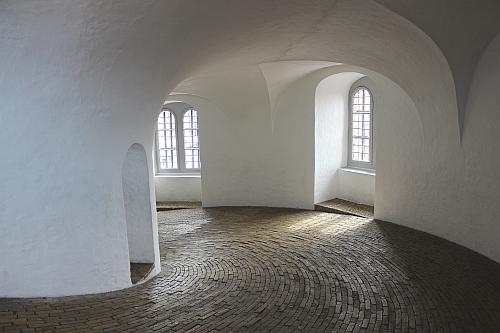 Im Inneren des runden Turms