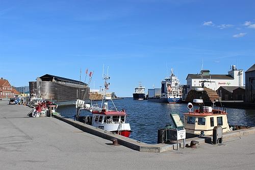 Arche Noah und Frachtschiffe