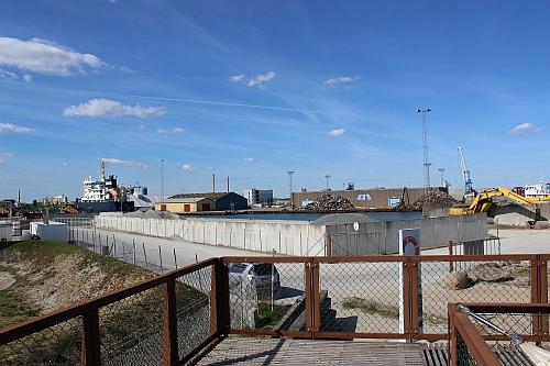Blick auf den Frachthafen