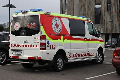 Isländisches Rettungsauto - Geländegängiger Mercedes Sprinter