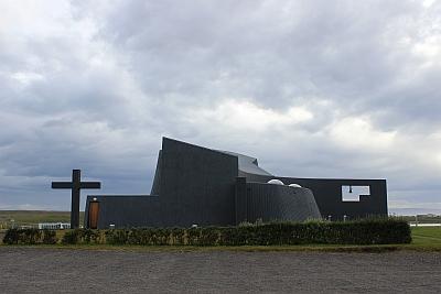 Ungewöhnliche Kirche in Blönduos